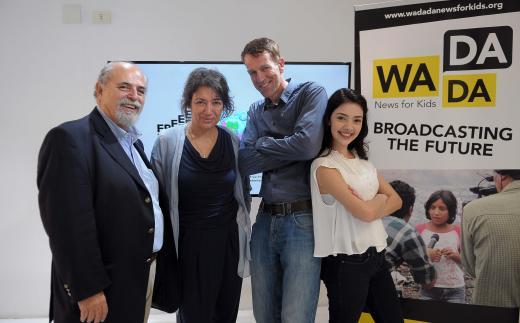 Os parceiros do projeto – Marcos Mendonça, presidente da Fundação Padre Anchieta; Ruth Kronenburg, presidente da ONG Free Press Unlimited; e Jan-Willem Bult, diretor geral da rede WaDaDa – e a apresentadora do Repórter Rá Teen Bum, Nathália Falcão, no lançamento do programa.