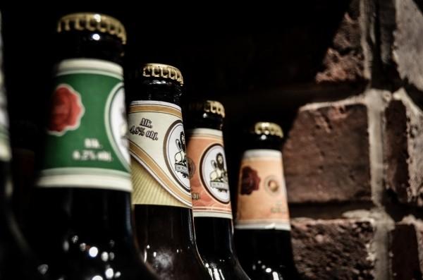 beer-the-bottle-wine-shop-alcohol-bottle-caps
