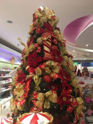 Árvore de Natal montada na loja Cromus Experience